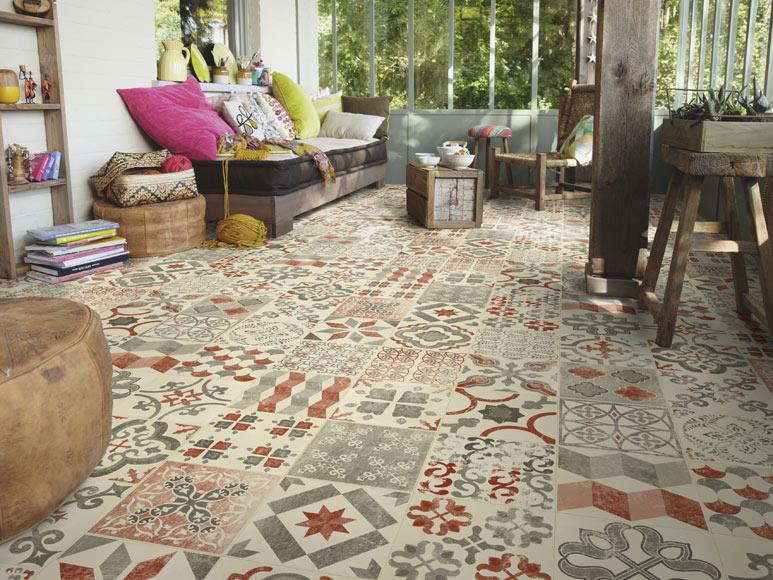C mo renovar el suelo sin obras y t mismo decorar con - Suelo vinilico para exterior ...