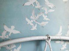 Restaurar muebles con papel pintado ¿te atreves?